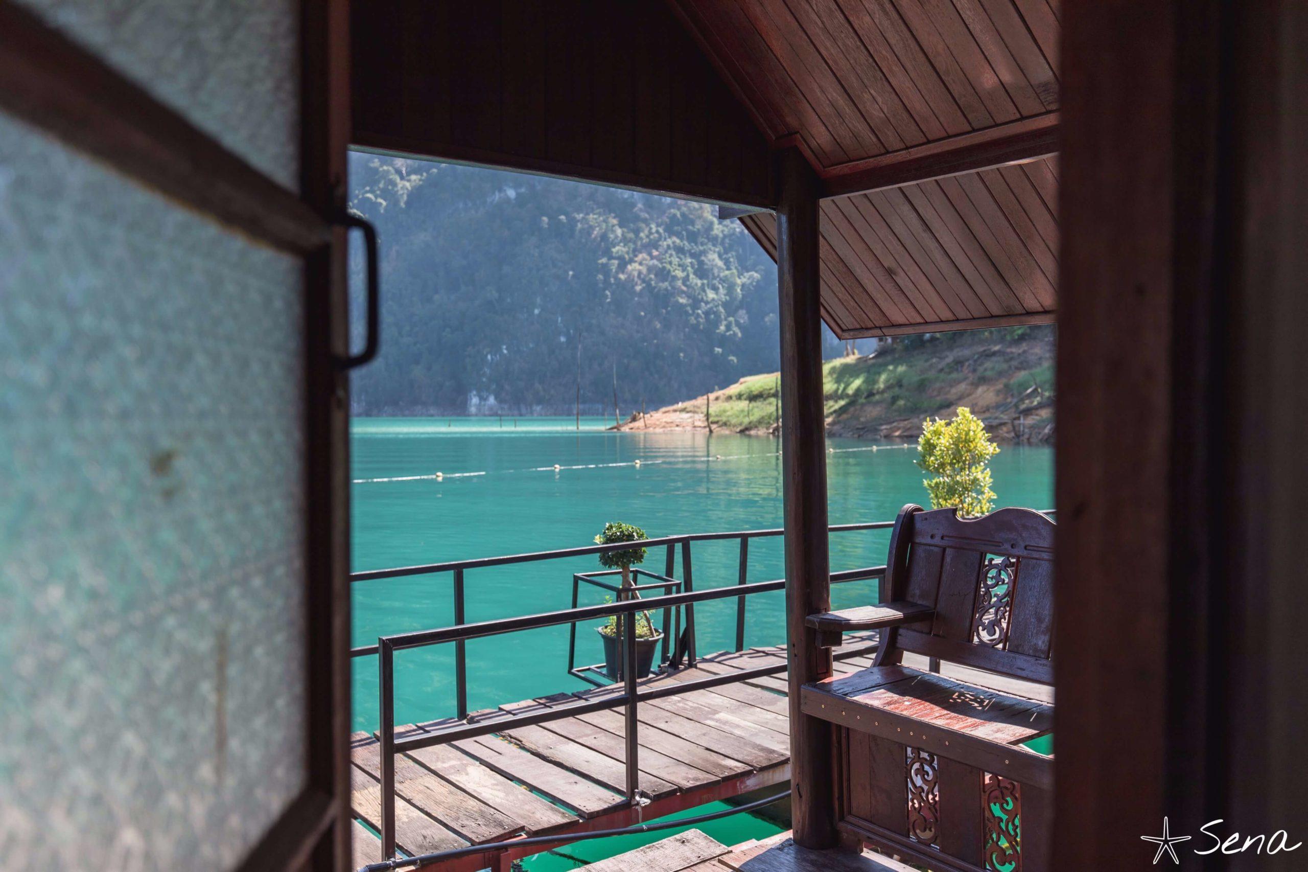 カオソック国立公園 湖上コテージからの景色